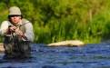 Perhokalastaja joessa